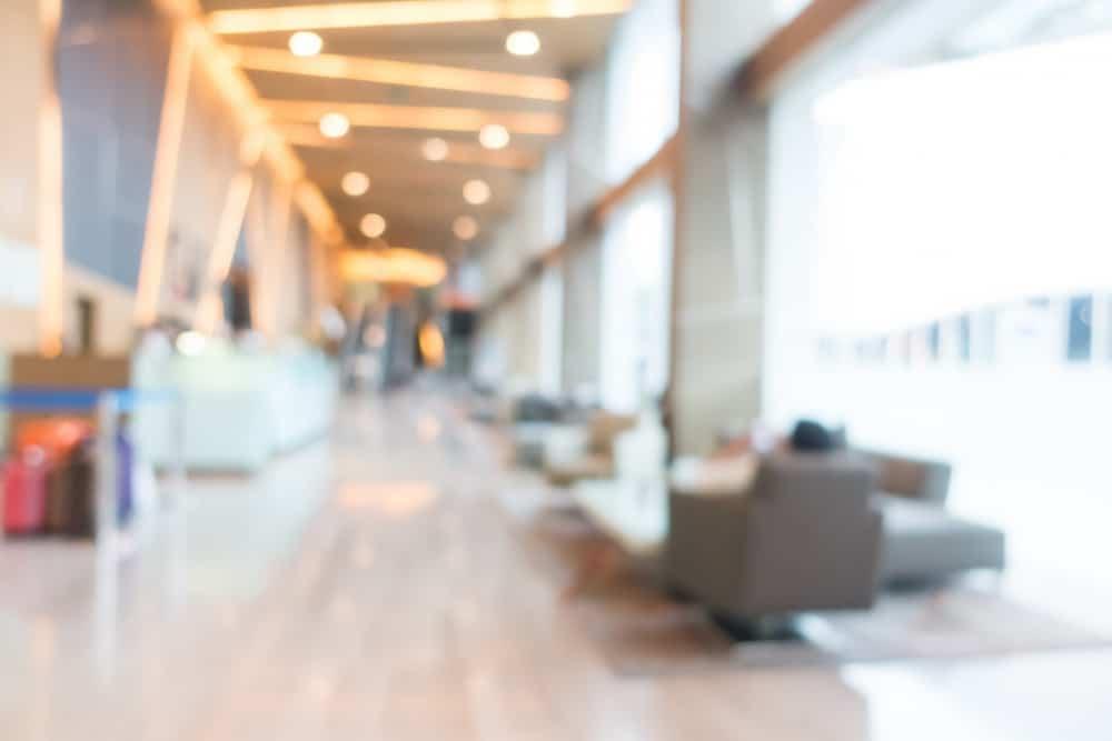 abstract blur hotel interior כל הסיבות לבחור במרכז גישור לפתרון הסכסוך שלכם